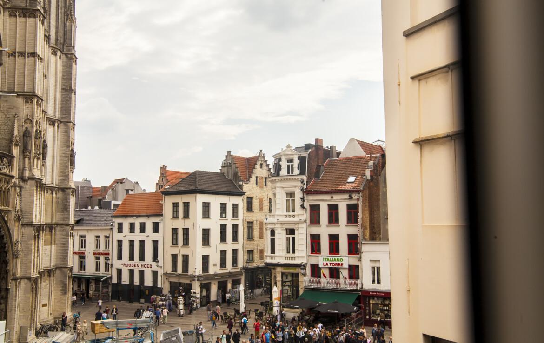 Ruim appartement met drie verdiepingen in de historische oude binnenstad van Antwerpen