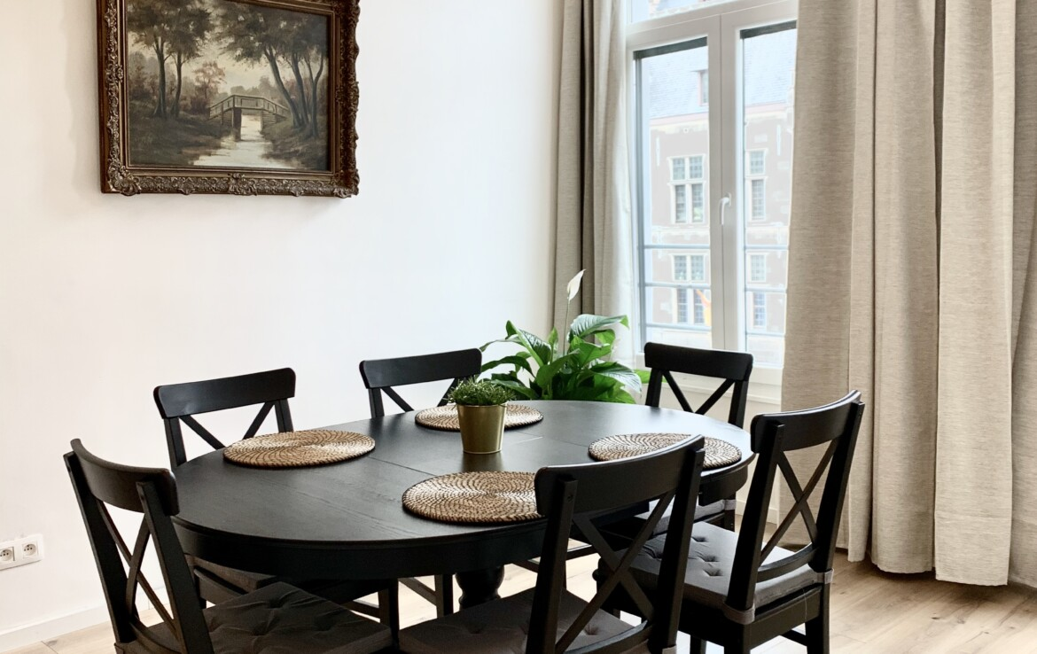 Two bedroom apartment in the heart of Antwerp. The windows open up to a beautiful view of the Old Town.