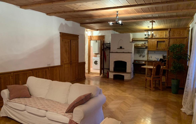 Tammepuidust mööbliga korter Tallinna vanalinnas mullivanni ja saunaga